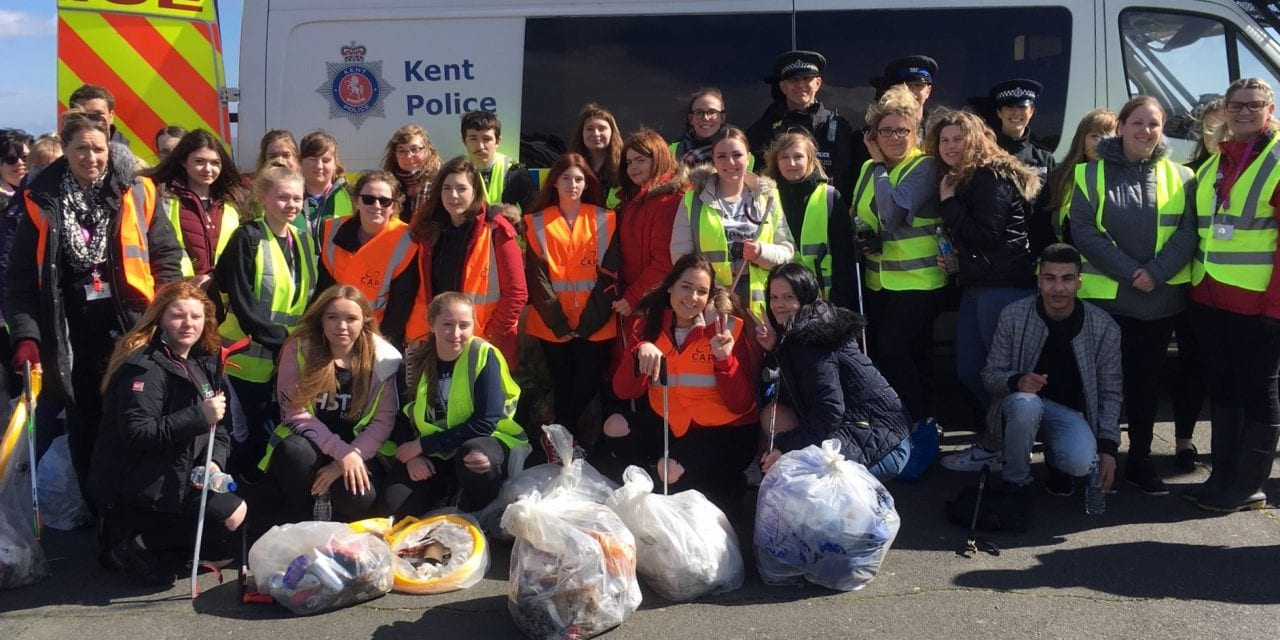 Broadstairs Students and Businesses Join the Great British Spring Clean